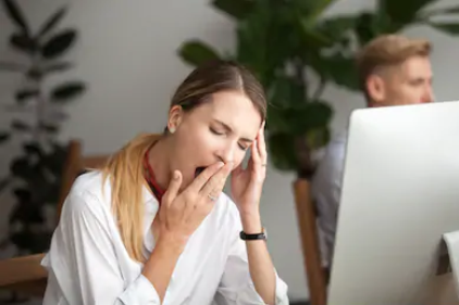 Yawning business woman who is fatigued
